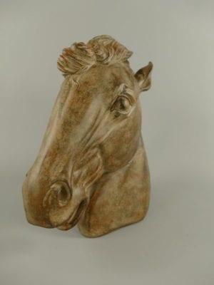 Paardenhoofd op sokkel
