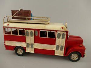 Autobus  rood antiek ijzer