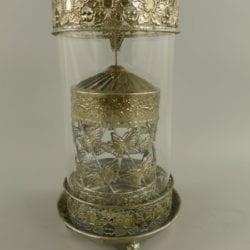 Robuuste metalen lantaarn/windlicht met draaiende koker.