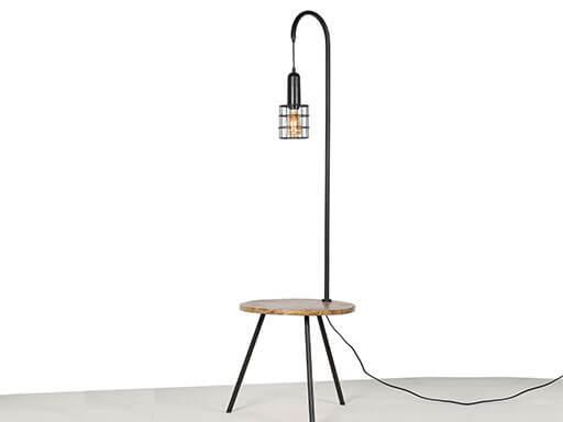 Lamp en tafel, in een van Mooss