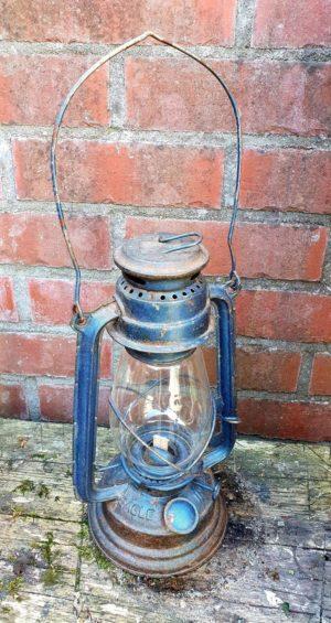 Vintage stormlamp in zijn originele patine