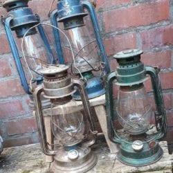 Vintage stormlamp zijn originele patine groenele patine zilver