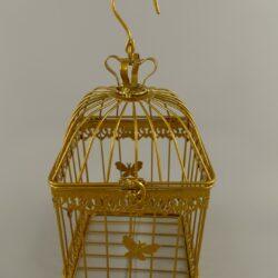 Vogelkooi set van drie goud . Vogelkooi leuke decoratie voor onder een veranda met kaarsen of ledverlichting, of binnen voor het raam, met een leuke hangplant.